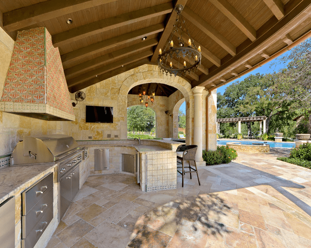 Cook Out With An Outdoor Kitchen
